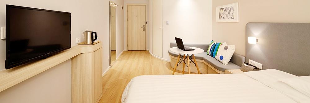 clean-hotel-room-design-GuestRevu