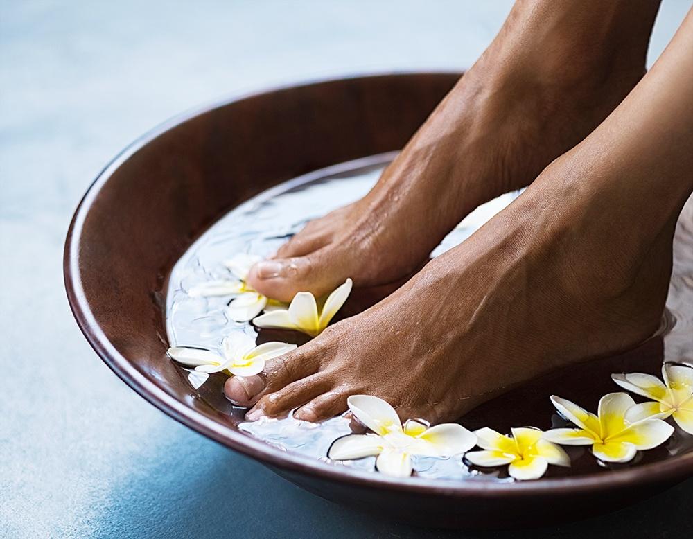 properties-embrace-appeal-barefoot-luxury-travellers-GuestRevu